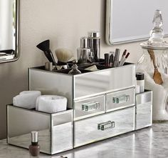 Pretty and Organized // Mirrored Makeup Organizer // Potter Barn