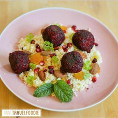 couscous met bieten falafel Picnic Recipes, Vegetarian Recipes Dinner, Dinner Recipes, Healthy Recipes, Falafel, Healthy Picnic Foods, Couscous Recipes, Red Beets, Dried Apricots