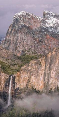 Photo by: Colby Brown Photography #Yosemite #Mariposa #YosemiteNation #YosemiteExperience #adventure #nature #outdoors #beautiful #mountains #river #stream #trees #snow #naturalbeauty #rocks #grass