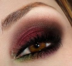 <3 burgundy smokey eye <3