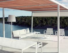 Daybed structures and aluminium pergolas that can be personalized and configured with blinds, net curtains, panels and ceilings. Dining armchair in aluminium with exterior cord. Dining tables in aluminium with customization matte glass or outdoor ceramic tabletops.