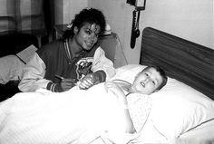 Le 11 novembre 1987, Michael Jackson arrive à Sydney, en Australie, en provenance de Hong Kong, pour la suite de sa première tournée...