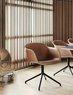 Muuto Fiber Chair - Leather Padded - Black Iron Legs / center stand