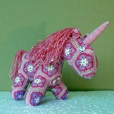 Knitted Unicorn — Вязаный Единорог (25x20x15sm)