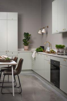 Svalbard - Strai kjøkken Life Inspiration, Interior Design Kitchen, Kitchen Island, Sweet Home, House Design, Table, Furniture, Kitchens, Home Decor