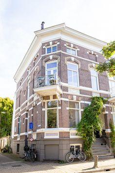 Voor een bovenwoning in Arnhem Spijkerkwartier maakte ik een compleet interieuradvies. Graag laat ik je het resultaat van de uitvoering hierbij zien! Instagram Feed, Street View, Mansions, House Styles, Home Decor, Decoration Home, Manor Houses, Room Decor, Villas