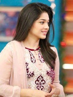 Sanam Jung- Pakistani Female Drama Actress And Host Celebrity