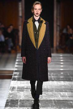 Julien David Fall 2015 Ready-to-Wear Collection Photos - Vogue Fashion Week, Fashion Show, Fashion Outfits, Fashion Design, Paris Fashion, Women's Fashion, Valentino, Julien David, Fall Winter 2015