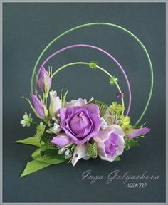 Love the arrangement Creative Flower Arrangements, Ikebana Flower Arrangement, Beautiful Flower Arrangements, Floral Arrangements, Arte Floral, Deco Floral, Crepe Paper Flowers, Fabric Flowers, Flower Crafts