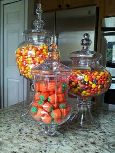 Spooky DIY Indoor Halloween Decoration Ideas For 2019 – Apothecary Jars Apothacary Dekanter von Haushaltswaren Reeses Candy Corn Candy Pumpkins Halloween Home Decor, Diy Halloween Decorations, Fall Home Decor, Autumn Home, Thanksgiving Decorations, Fall Halloween, Halloween Crafts, Halloween Candy Bar, Halloween Ideas