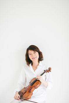 小林美恵 violin official site 小林 美恵(ヴァイオリン)  Mie Kobayashi, violin  東京藝術大学附属高校を経て、同大学を首席で卒業。在学中に安宅賞、福島賞を受賞。1983年第52回日本音楽コンクール第2位。1984年海外派遣コンクール河合賞受賞。1988年にはシュポア国際ヴァイオリン・コンクール第2位、あわせてソナタ賞を受賞。 1990年、ロン=ティボー国際コンクールヴァイオリン部門で日本人として初めて優勝。以来、国内外で本格的な活動を開始する。