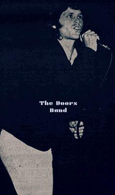 https://m.facebook.com/The-Doors-Band-1643222725925549/  El 26 de mayo 1967 (viernes) la banda americana de Blués-Rock, Rock-Psicodélico, THE DOORS; Se presentan en el Auditorio Crescenta Valley High School. La Crescenta, California.   The Doors se presenta en Crescenta Valley High School en La Crescenta, CA. Debido a un problema con el sistema de sonido, sólo tocan un par de canciones.   Durante años, la fecha exacta de este espectáculo era desconocido, pero sólo recientemente, un alumno de…