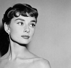 Lover of old hollywood and anything vintage. Audrey Hepburn Photos, Audrey Hepburn Style, Young Audrey Hepburn, Beautiful Eyes, Most Beautiful Women, True Beauty, Portrait, Old Hollywood, My Idol