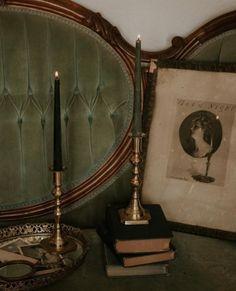 Dark Green Aesthetic, Slytherin Aesthetic, Old Money, Aesthetic Vintage, Aesthetic Pictures, Light In The Dark, Retro, Future, Bedroom