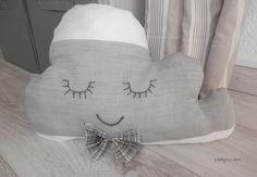 fabriquer un coussin nuage gris et blanc