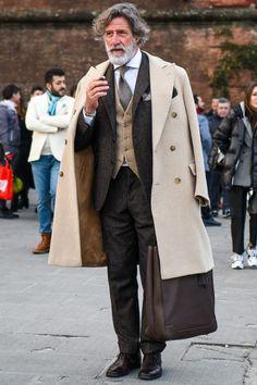 ビジネススーツに合う秋冬コート特集!王道からこなれ感を与えるアウターまでを紹介 | 男前研究所 Gentleman Mode, Gentleman Style, Dapper Gentleman, Smart Casual Men, Stylish Men, Casual Man, Street Style Boy, Suit Fashion, Mens Fashion