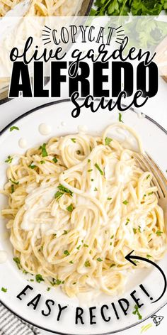 With just six simple steps, this delicious copycat olive garden alfredo sauce has a creamy flavor that is just like the restaurant favorite. Your taste buds will thank you! Olive Garden Chicken Alfredo Recipe, Copycat Olive Garden Alfredo, Best Chicken Fettuccine Alfredo Recipe, Fettucine Alfredo Sauce, Olive Garden Fettuccine Alfredo Recipe, Alfredo Chicken, Homemade Alfredo, Homemade Tomato Sauce, Homemade Pasta