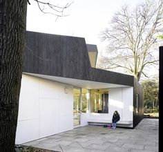 Image 8 of 20 from gallery of Montpelier Community Nursery / AY Architects. Photograph by Nick Kane Space Architecture, School Architecture, People In Space, Stephen Lawrence, Architects London, Wooden Facade, Wood Construction, School Design, Garden Projects