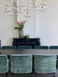 Dining Nook, Dining Room Design, Interior Styling, Interior Decorating, Interior Design, Dining Room Inspiration, Interior Inspiration, Home Lighting, Retro