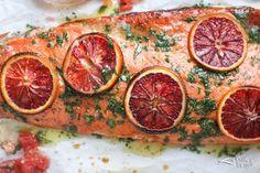 Mevsim hastalıklarına karşı direnç kazanmak için Omega-3 deposu somon balığı ve normaline nazaran 4 kat fazla C vitamini barındıran kan portakalı ile sağlıklı, pratik ve lezzetli bir tarif burada.