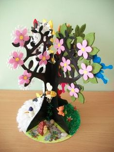 Seasons activities for preschoolers Diy Arts And Crafts, Easy Crafts, Crafts For Kids, Paper Crafts, Seasons Activities, Egg Carton Crafts, Paper Tree, Art N Craft, Tree Crafts