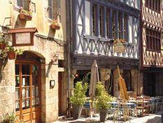 La rue du Guodet avec ses belles maisons à colombage. Quimper, Finistère.