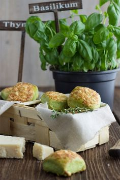 Scones with Basil, Thyme & Parmesan. Nice treat for many occasions. (in English and German) Grilling Recipes, Veggie Recipes, Cooking Recipes, Healthy Recipes, Savoury Baking, Tasty, Yummy Food, Easy Cooking, Soul Food