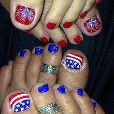 of July nail art ideas Pretty Toe Nails, Cute Toe Nails, Fancy Nails, Pedicure Designs, Pedicure Nail Art, Toe Nail Designs, Pedicure Ideas, Toe Nail Color, Toe Nail Art