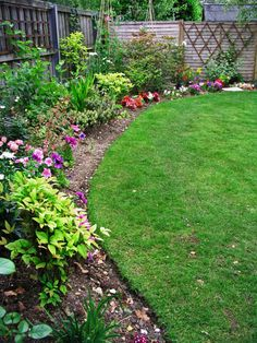 Add Definition to Your Garden With These Edging Techniques --> http://www.hgtvgardens.com/beds-and-mulch/grow-guide-edging-gives-definition-to-your-garden?soc=pinterest