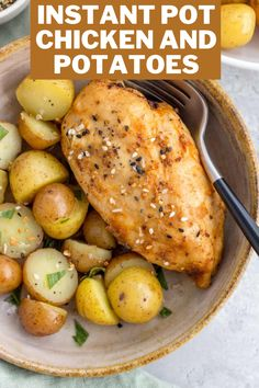The BEST Chicken and Potatoes made in the instant pot is the perfect dinner recipe for the whole family Quick Family Meals, Kid Friendly Dinner, Instant Pot, Dinner Recipes, Potatoes, Chicken, Healthy, Food, Eten