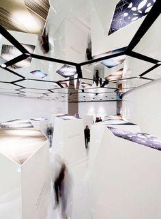 Des miroirs sur mesure pour le plafond