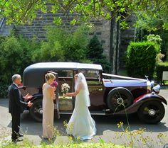 A Craigatin wedding party depart for church in a vintage Rolls Royce, on a very nice day for a Pitlochry white wedding!