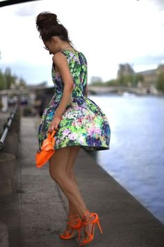 Printed dress paired with neon heels combo <3