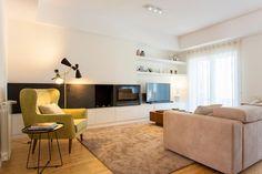 Sala Comum Sofá / poltrona / móvel TV / tapete / candeeiro / mesa de apoio / cortinados