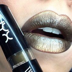 Metals ✨ love the @nyxcosmetics WICKED lipsticks!!! ✨ @meltcosmetics shadow in AMELIE    @beccacosmetics highlighter in OPAL ✨ #nyxcosmetics#meltcosmetics