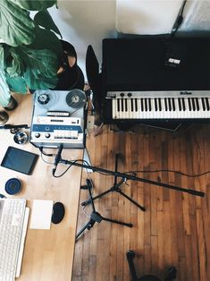 Recording Studio with Vintage Gear Fender Rhodes Tape Machine Fiddle Leaf Home Studio Setup, Music Studio Room, Recording Studio Home, Studio Interior, Studio Ideas, Home Music Rooms, Guitar Room, Recorder Music, Vintage Records