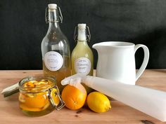 Orangenreiniger-Spray einfach selber machen | AROMA 1x1 Inspiring Things, Natural Cleaning Products, Natural Remedies, Alcoholic Drinks, Glass, Diy, Food, Sprays, Babys