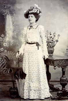 cream lace day dress 1891