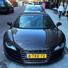 R8 V10 Use my tag: #mcmviiii ✅ #R8 #911 #GTR #Bugatti #Mercedesbenz #Bentley #BMW #Lamborghini #Maserati #Ferrari #AstonMartin #Audi #R8 #Porsche #RS6 #TCPNL #pb_carspotter #Rotterdam #bmkphotography #carspotting @autogespot