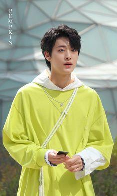 Ah yoo yongha✨ Lime Punch, Boy Groups, Competition, Wonderland, Dancer, Sari, Fandoms, Kpop, Entertaining