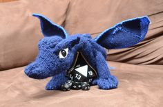 Wicked cute Dragon (Dice) Bag created by Imgur and a FREE download on Ravelry.com (http://www.ravelry.com/patterns/library/terry-pratchetts-discworld-flynn-the-swamp-dragon)