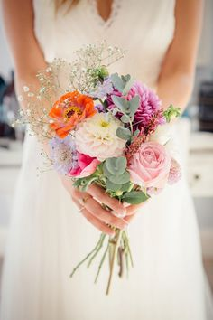 Boho wedding bouquet orange pink by Freckle Photography | Hochzeitsblog - The Little Wedding Corne