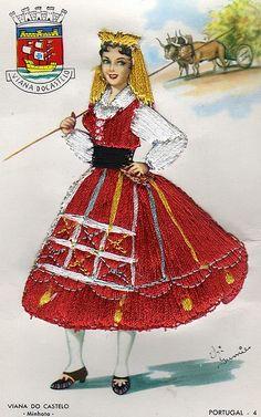 Embroidered postcard - Viana Do Castelo Folk Costume, Costume Dress, Costumes, Spanish Dancer, Dress Card, Vintage Cards, Vintage Postcards, Traditional Outfits, Paper Dolls