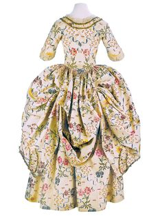 beautiful example of a robe à l'anglaise retroussée à la Polonaise, France, 1776-1780. Cream silk embroidered with floral motifs.  From the Museo de la Moda