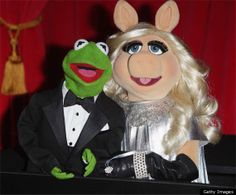 Kermit and Miss Piggy. Who DOESN'T want Kermit and Miss Piggy at their Dream Dinner Party? Kermit And Miss Piggy, Kermit The Frog, News Memes, Fraggle Rock, Sad Day, Jim Henson, My Childhood Memories, Childhood Friends, Today Show