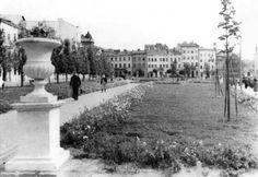 Сквер, на місці колишнього ринку на площі 300-річчя Возз'єднання (Я.Осмомисла). Фото 1950-1960-х рр.