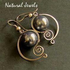 Elegante azul concha de perla pendientes de por NaturalJewels