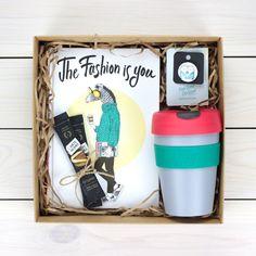 В набор для хипстеров входит, знаменитые кружки Keep Cup, блокнот и значок ...