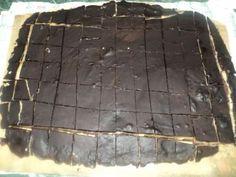 Nugátové kostky- nepečené vánoční cukroví Eastern European Recipes, Mini Desserts, Christmas Cookies, Fudge, Caramel, Sweet Tooth, Sweets, Food, Dyi