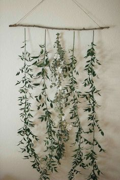 create a simple floral backdrop to transform your wedding wedding backdrop Diy Backdrop, Floral Backdrop, Floral Garland, Vintage Backdrop, Floral Chandelier, Backdrop Design, Backdrop Decorations, Ceremony Backdrop, Diy Inspiration